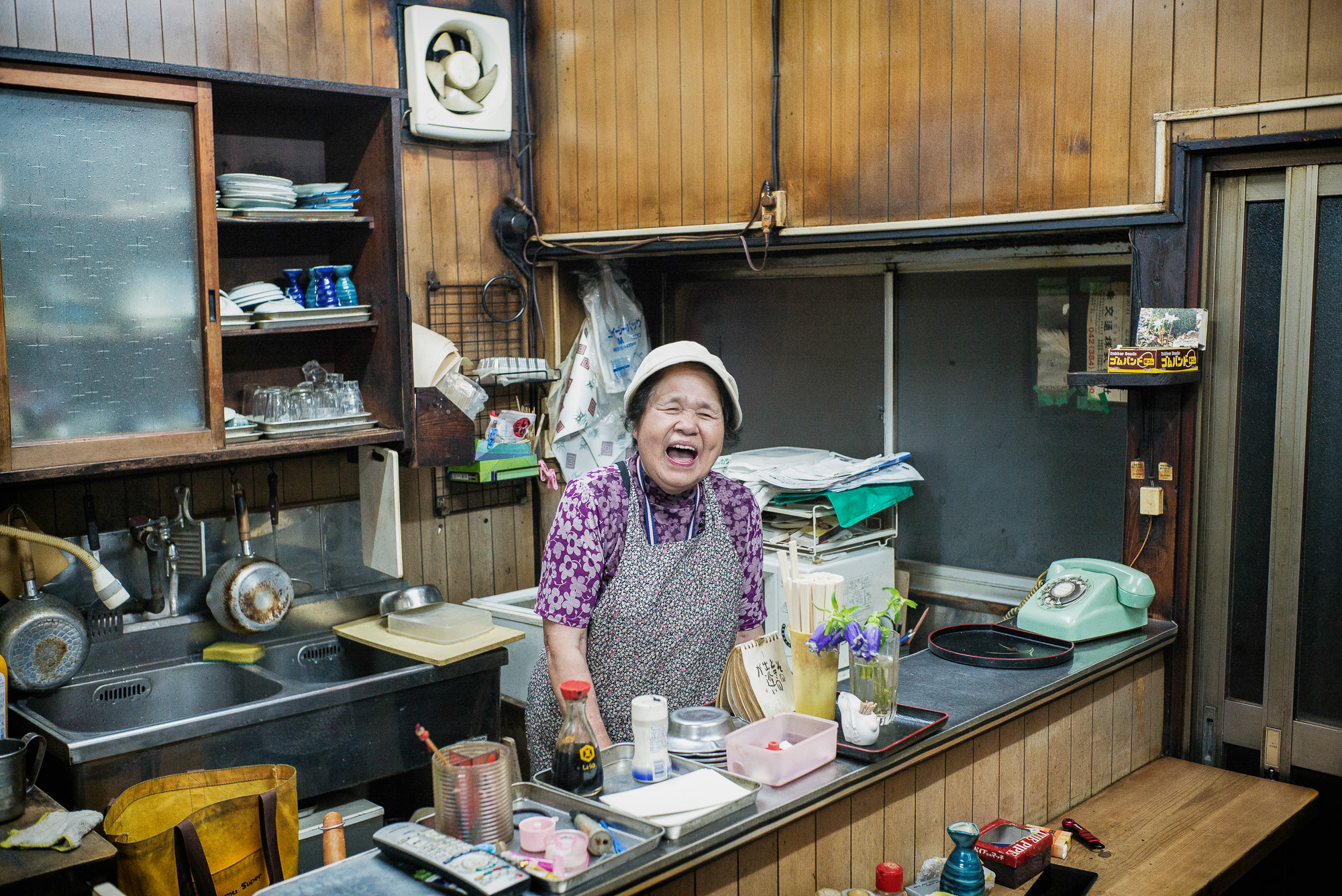 old-tokyo-bar-owner-2000.jpg