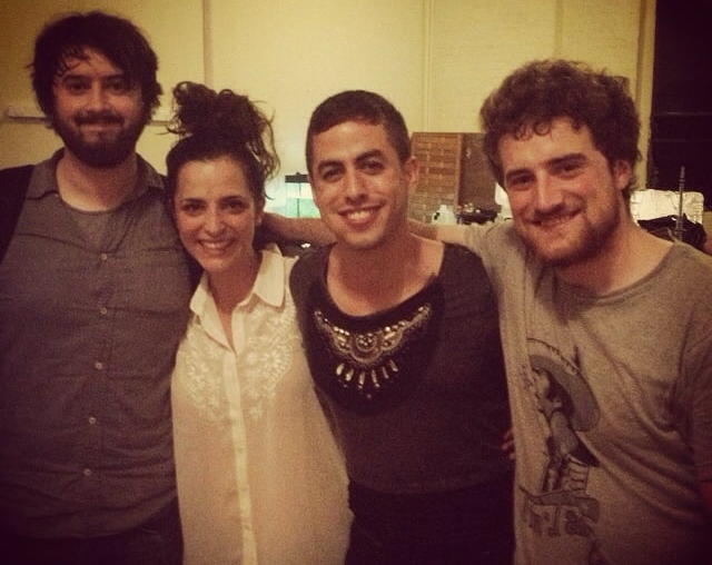 With the Directors and the leading Man with the 'girly t-shirt' * Con los directores y el protagonista a mi izquierda.