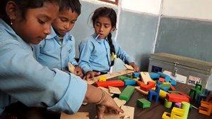 """Nepal   -486 aule costruite  - 239 insegnanti formati nelle aree colpite dai terremoti  - """"Brick Kilns"""",la prima scuolaaperta (abbiamo in programma di costruirne altre 5!)  - lancio del progetto nella comunità di Musahar, dove aiutiamo le ragazze a tornare a scuola (solo il 4% delle ragazze può leggere e scrivere)"""