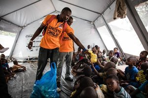Sierra Leone   - 400 aule rinnovate  - Libri, penne e matite distribuiti a 11.000 bambini  - 80.000 pasti distribuiti alle vittime delle inondazioni e frane a Freetown  - 225 aule costruite insieme a Catholic Relief Services, World Vision e DfID