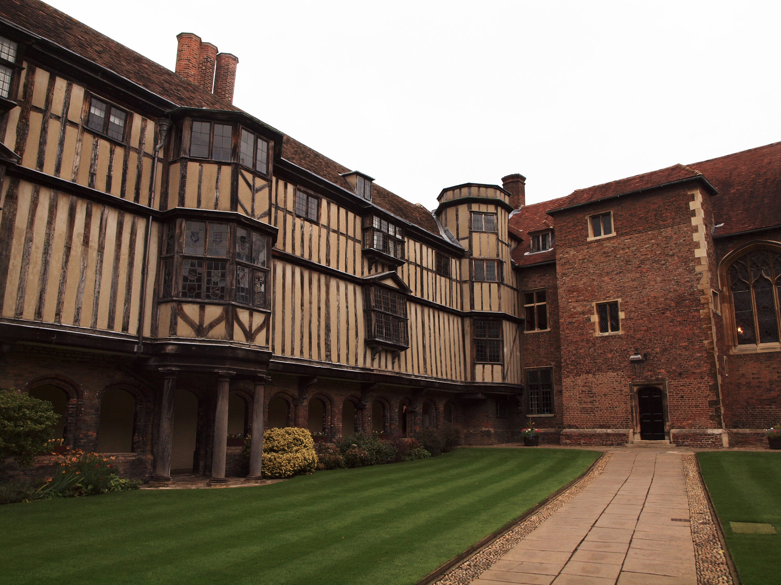 Queen's College Cloister Court-clash of different architectural styles