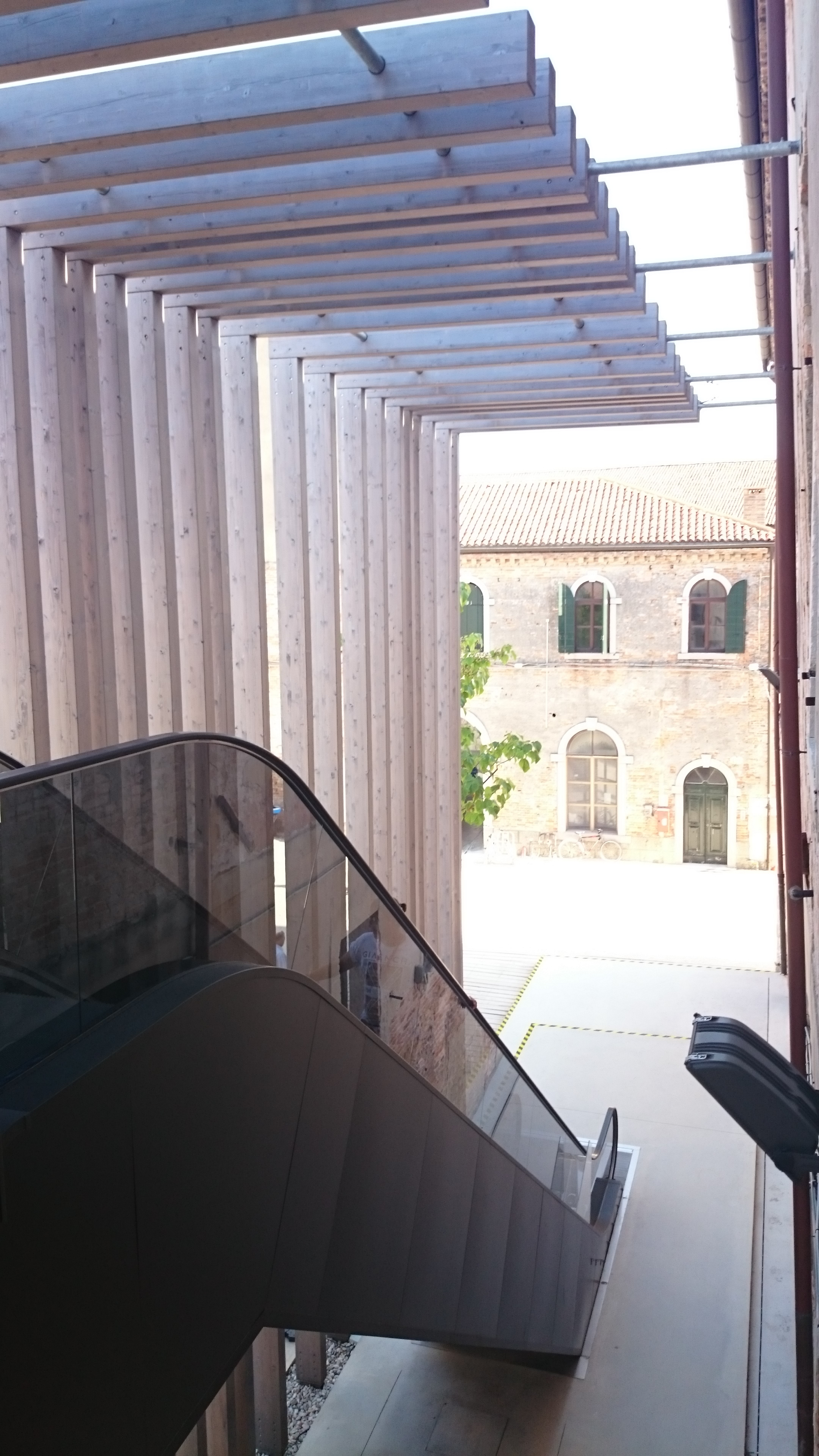 Exterior escalator