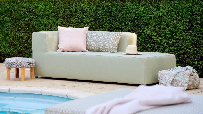 In weer en wind: deze loungebank kan alle dagen buiten blijven staan