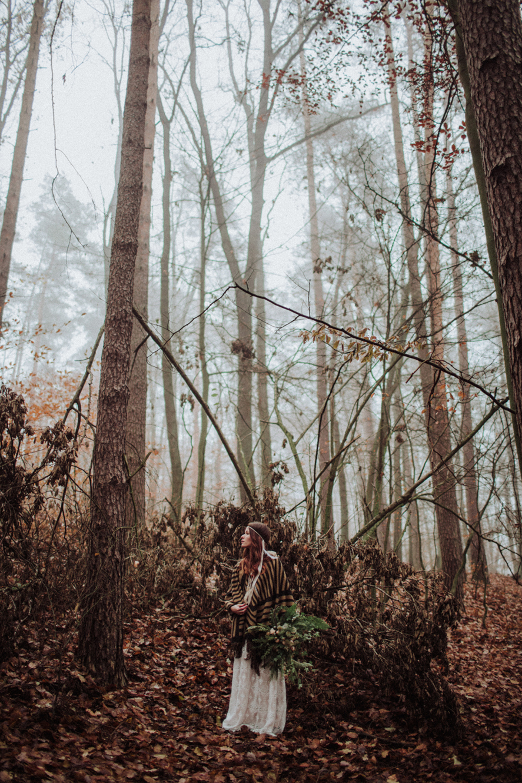sesja-slubna-w-lesie-fotograf-slubny-poznan-014.jpg