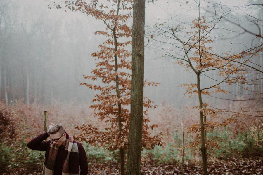 sesja-slubna-w-lesie-fotograf-slubny-poznan-017.jpg