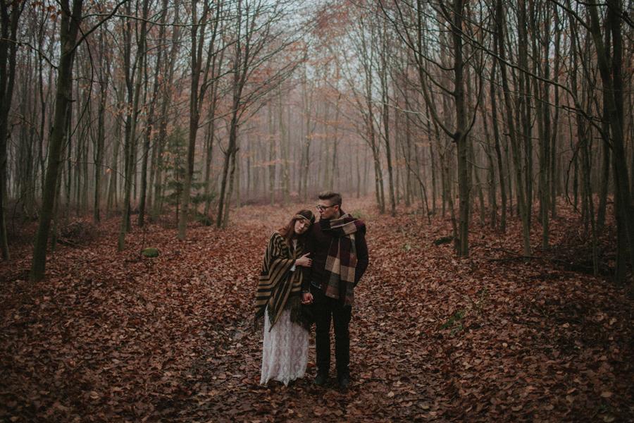 sesja-slubna-w-lesie-fotograf-slubny-poznan-027.jpg