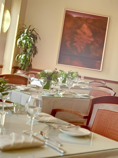 Bistro 2110 Table - IACC.JPG