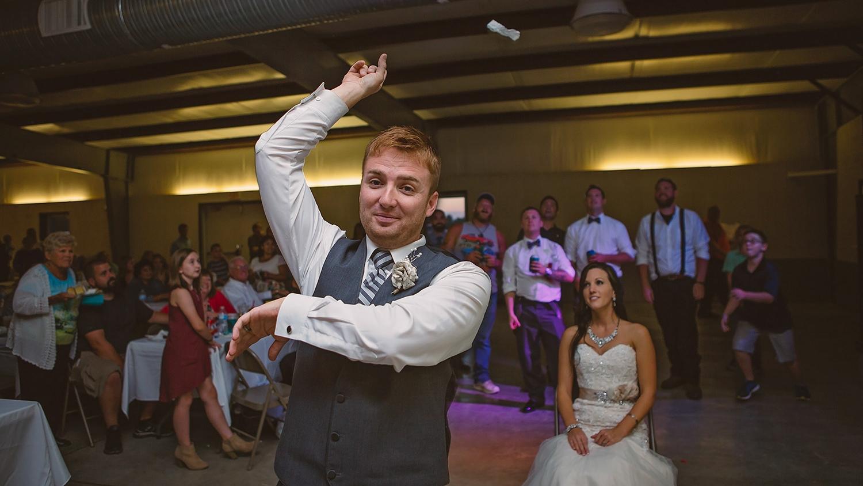 springfield-missouri-wedding-photographer-garter-toss.jpg