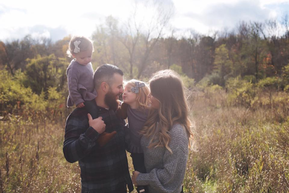 family pose photography karra cappelli outdoors love