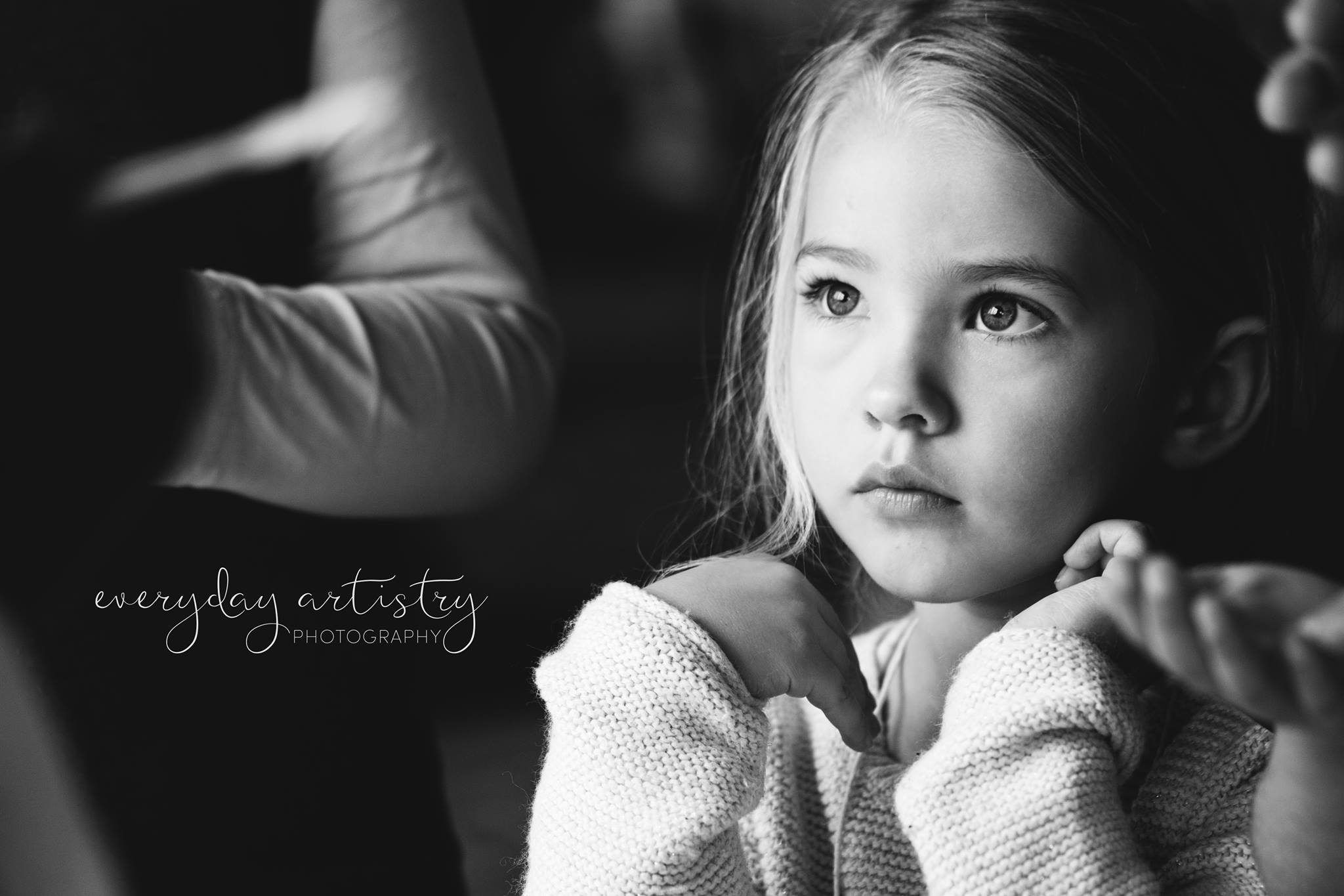 everyday artistry photography emotive black and white family posing beautiful