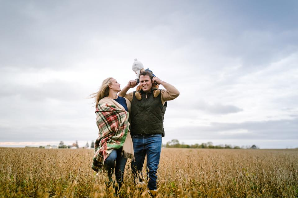 jenny grimm emotive connected family photography love posing outdoors