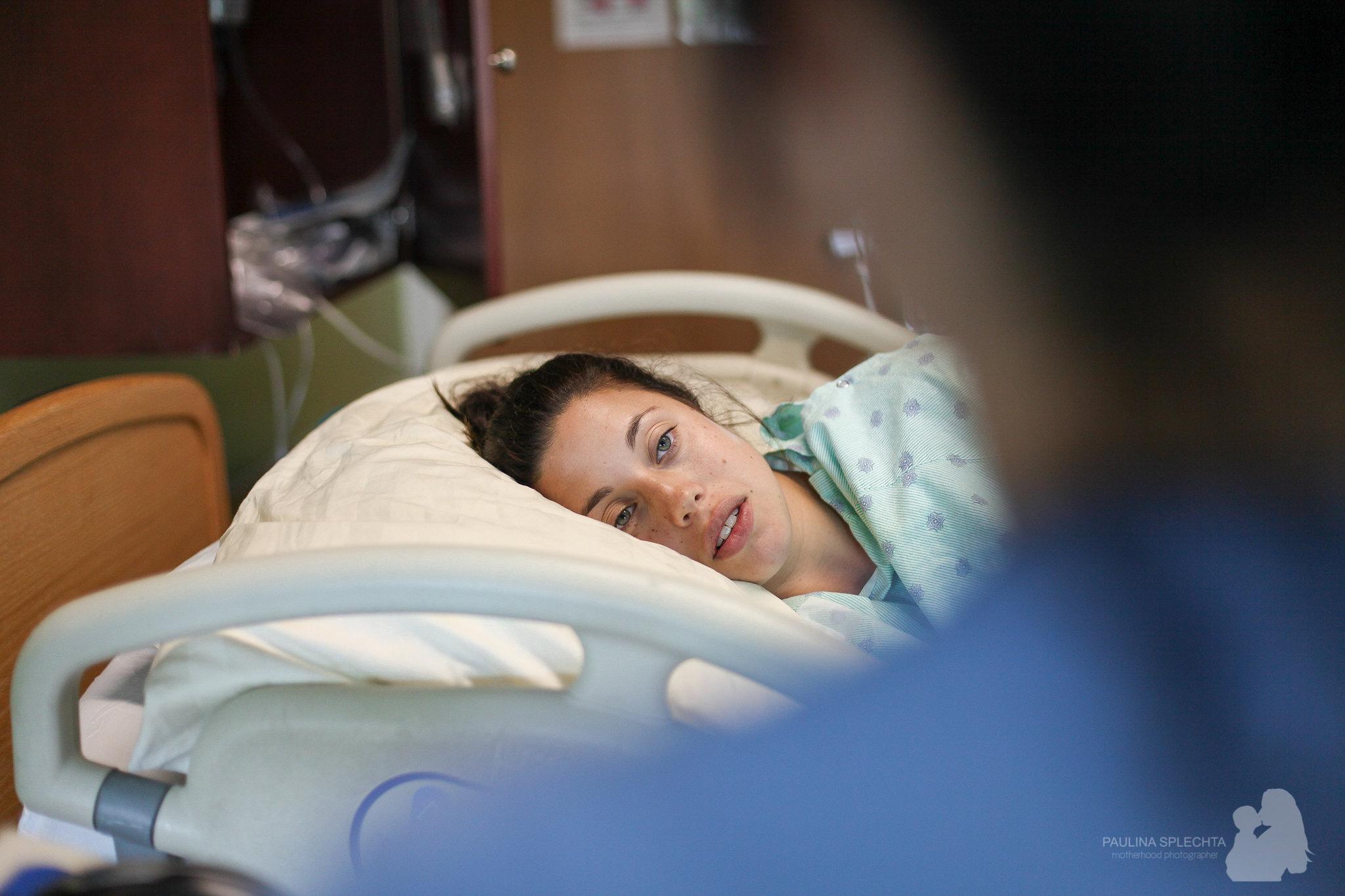 birth-center-hospital-photographer-photography-breastfeeding-south-florida-boca-regional-delray-palms-hollywood-pumping-water-natural-family-newborn-15.jpg