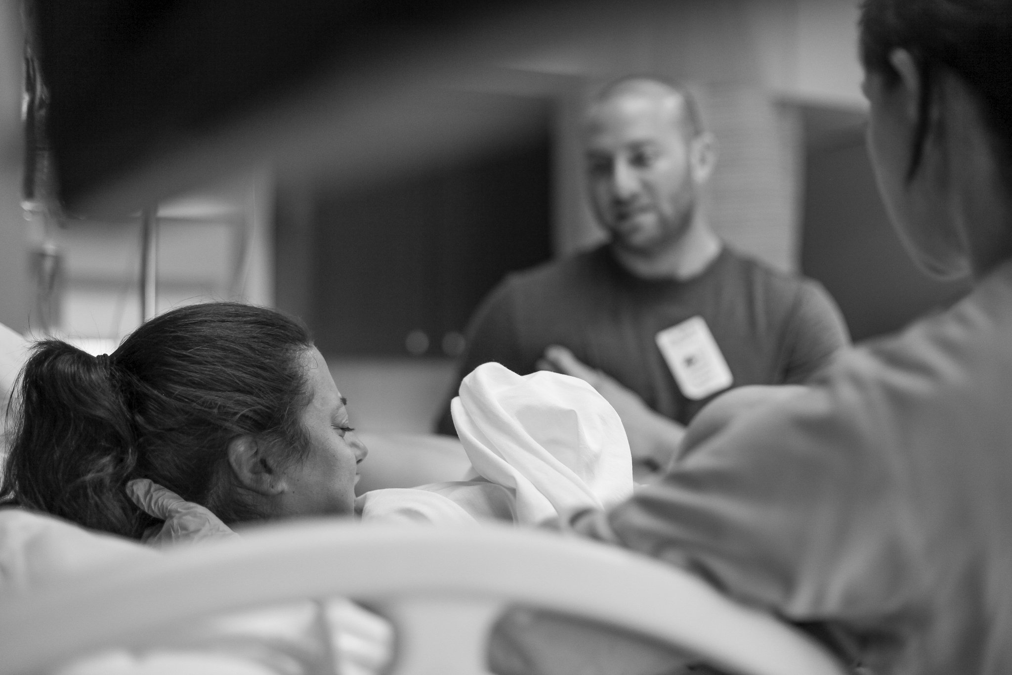 birth-center-hospital-photographer-photography-breastfeeding-south-florida-boca-regional-delray-palms-hollywood-pumping-water-natural-family-newborn-19.jpg