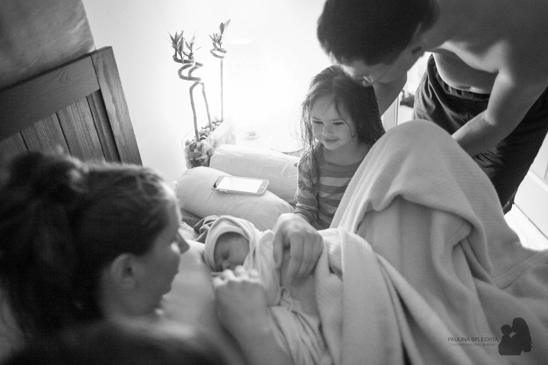 boca-raton-birth-photographer-breastfeeding-center-home-hospital-photography-maternity-newborn-paulina-splechta-hypnobirthing-doula-midwife-24.jpg