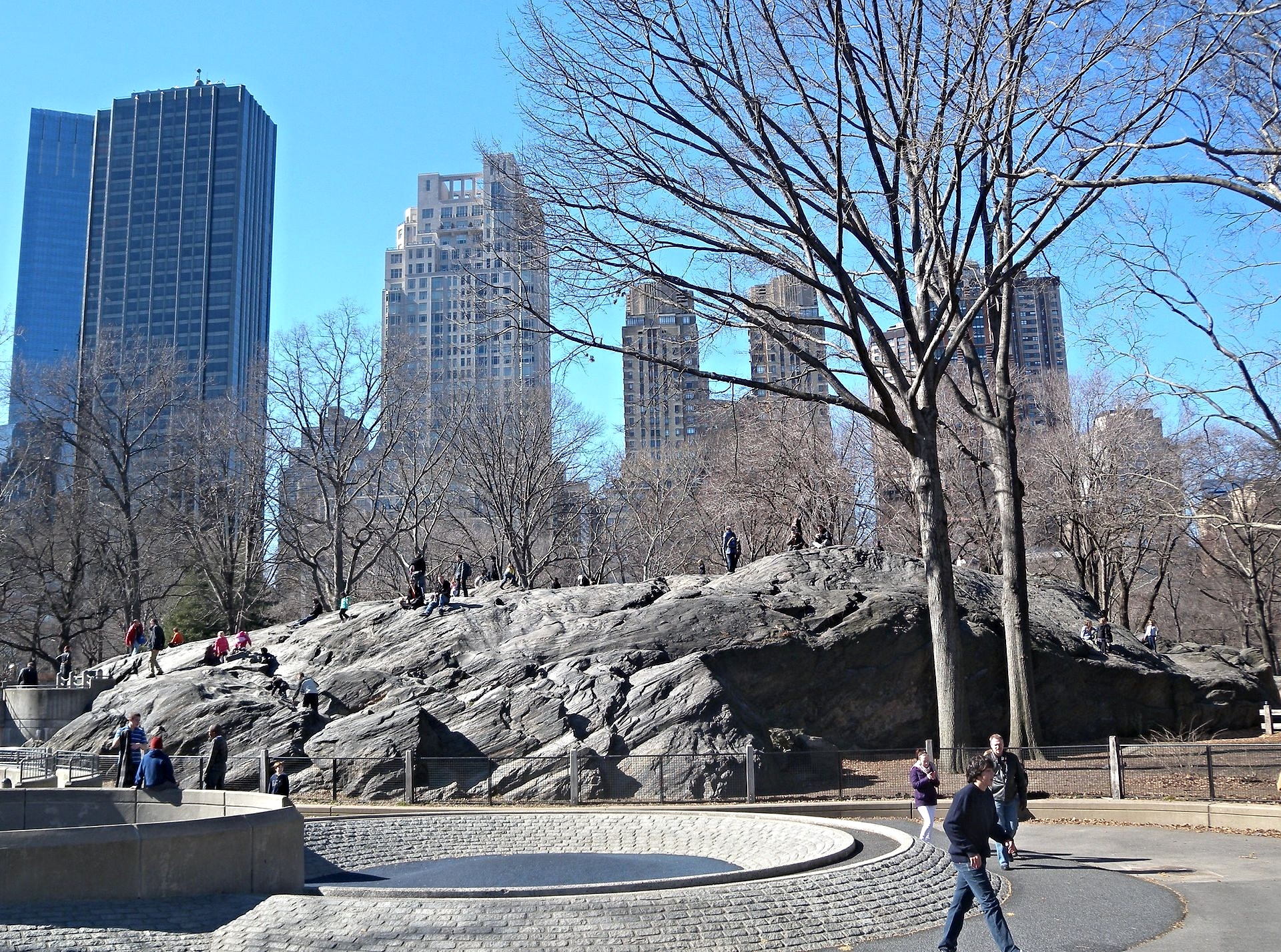 Looking west at Rat Rock on a sunny midday. This rock is in the East Side of Central Park