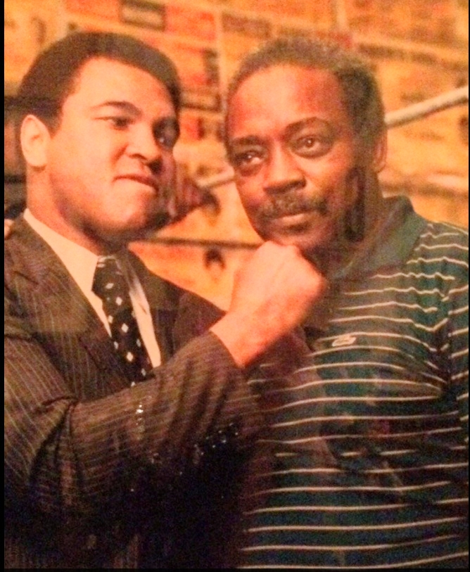 Muhammad Ali and Jimmy Glenn at the bar in 1972