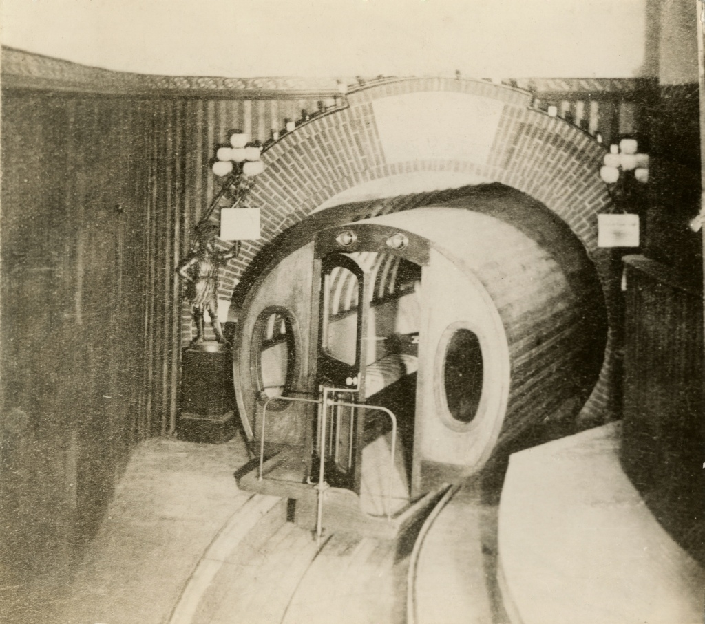 The Beach Pneumatic Subway Tunnel under Broadway, 1873. New-York Historical Society (Image: Wikimedia Commons)