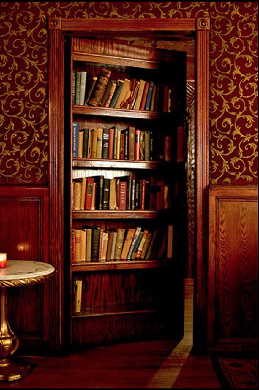 The secret room behind the bookcase, provide the perfect setting for a date, touristic escape, birthday party, film shoot, event, or a casual night with friends.