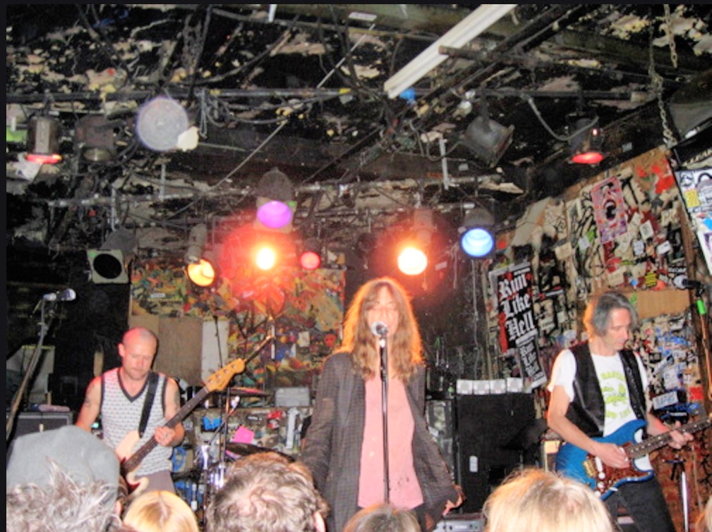 Patti Smith: the last show at CBGB, in October 15, 2006. After 33 years, the legendary place shut its doors forever.