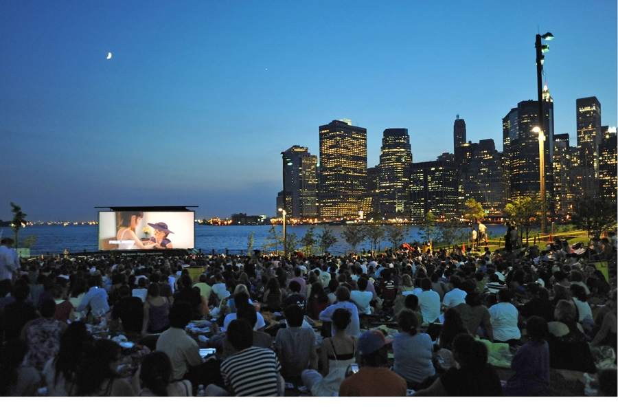 Movies With a View : big screen and movies at Brooklyn Bridge Park