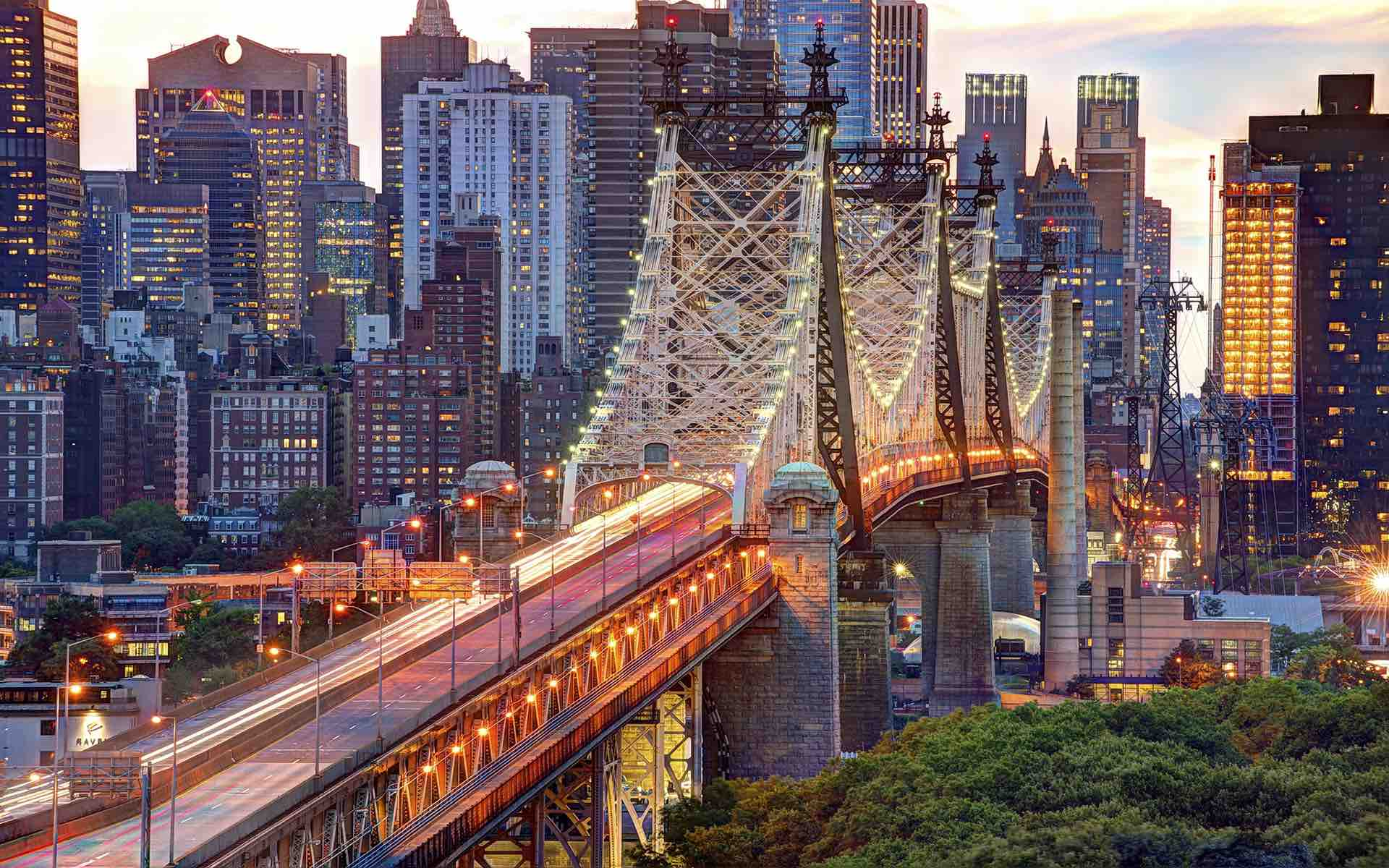 You can enjoy great views from  from the 7 train  when you reach Queensboro Bridge (Queensboro Plaza station). From  N or W trains (from Astoria) the view is even better (above).