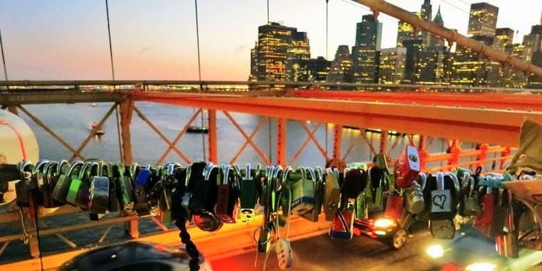 the-welcome-blog-brooklyn-bridge-love-lockers