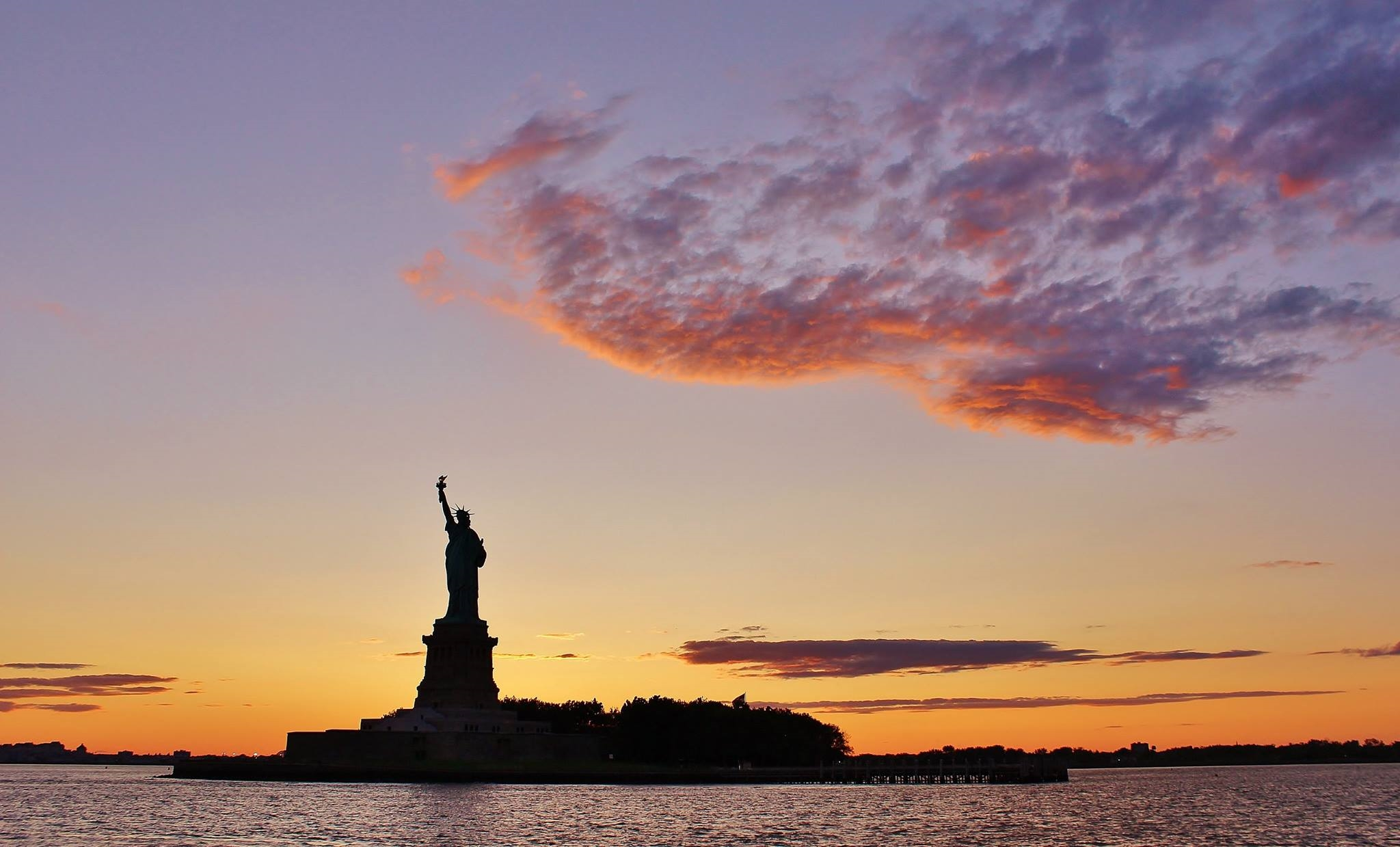 Sunset at the Statue of Liberty (Photo:  DaniBlue )