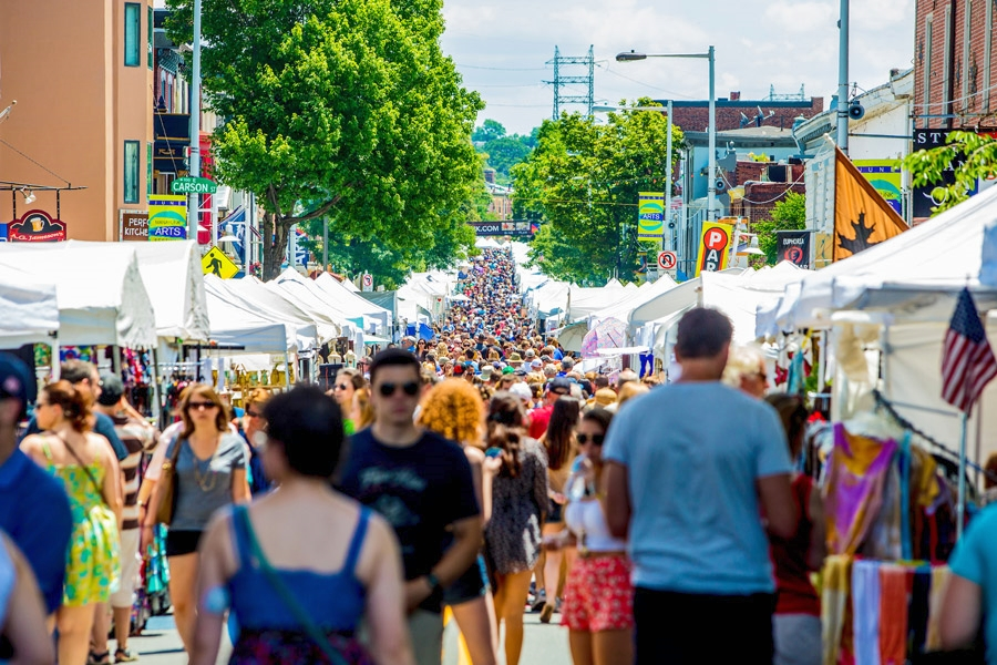 One of the largest outdoor arts festivals in the Delaware Valley, the Manayunk Arts Festival draws nearly 200,000 people to its historic Main Street. (Image credit:J. Fusco for    VisitPhilly.com   )
