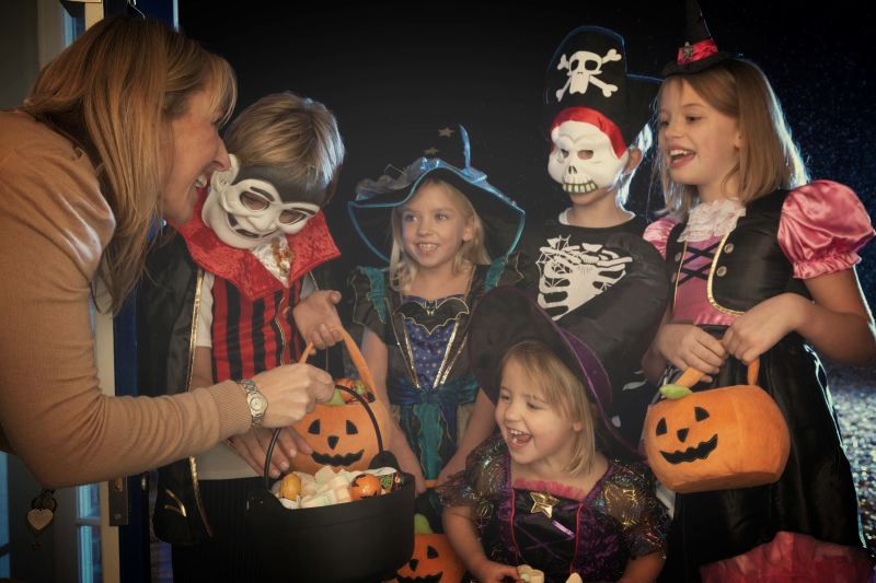 Trick-or-treat: kids (and adults) have a lot of fun