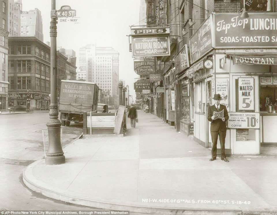 6th Avenue and 40th Street (1940) | Image:New York City, Department of Records
