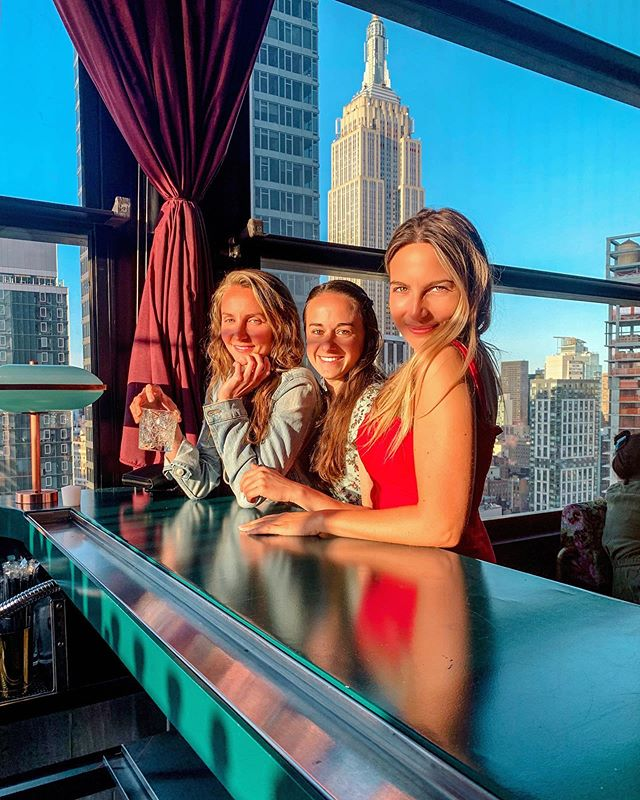 🌇 Sunset Kissed Faces ...  Early Summer Evenings in New York are something special and Rooftop drinking is our favorite past-time 👯♀️🍸  Had fun at The Fleur Room @fleurroomny celebrating 1 of the 3 of us.  Plus, how can you not love this view of the Empire State Building????  📸 @gene_yoon  Why should you visit the Fleur Room?   A recent addition to NYC Rooftop Scene ... it sports extremely tasty and refreshing cocktails, incredible views of Downtown & Midtown, and a chic yet hip atmosphere without being pretentious. • • • • • #thingstodonyc #jj #instagramgirl #girlstyle #rooftopnyc #nycblogger #photosinbetween #creativewoman #bossbabe #empirestatebuilding