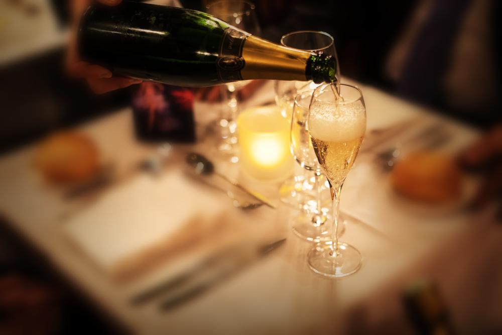 €46 p.p. - Inbegrepen:- Vestiaire -- Glas champagne -- Show 'Elegance' -