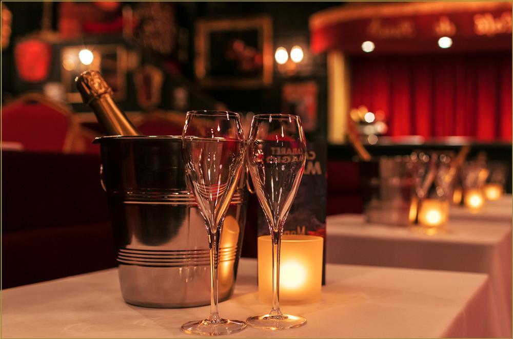 €59 p.p. - Inbegrepen:- Vestiaire -- ½ fles champagne -- Show 'Elegance' -
