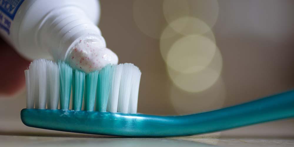 flossing-brushing-mouthwash-3.jpg