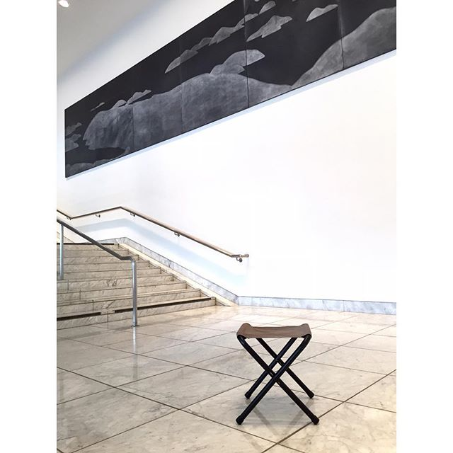 First museum visit since I've moved back to the City of Angels. I spent the last 10 months researching museum fatigue and specifically advocating for the benefits of sitting WITHIN galleries. Part of my research included visiting 18 museums and surveying their current seating practices. Thanks @hammer_museum for offering stools to those who ask.  #NoMoreMuseumFatigue #TakeASeat #Stools #MuseumSeating