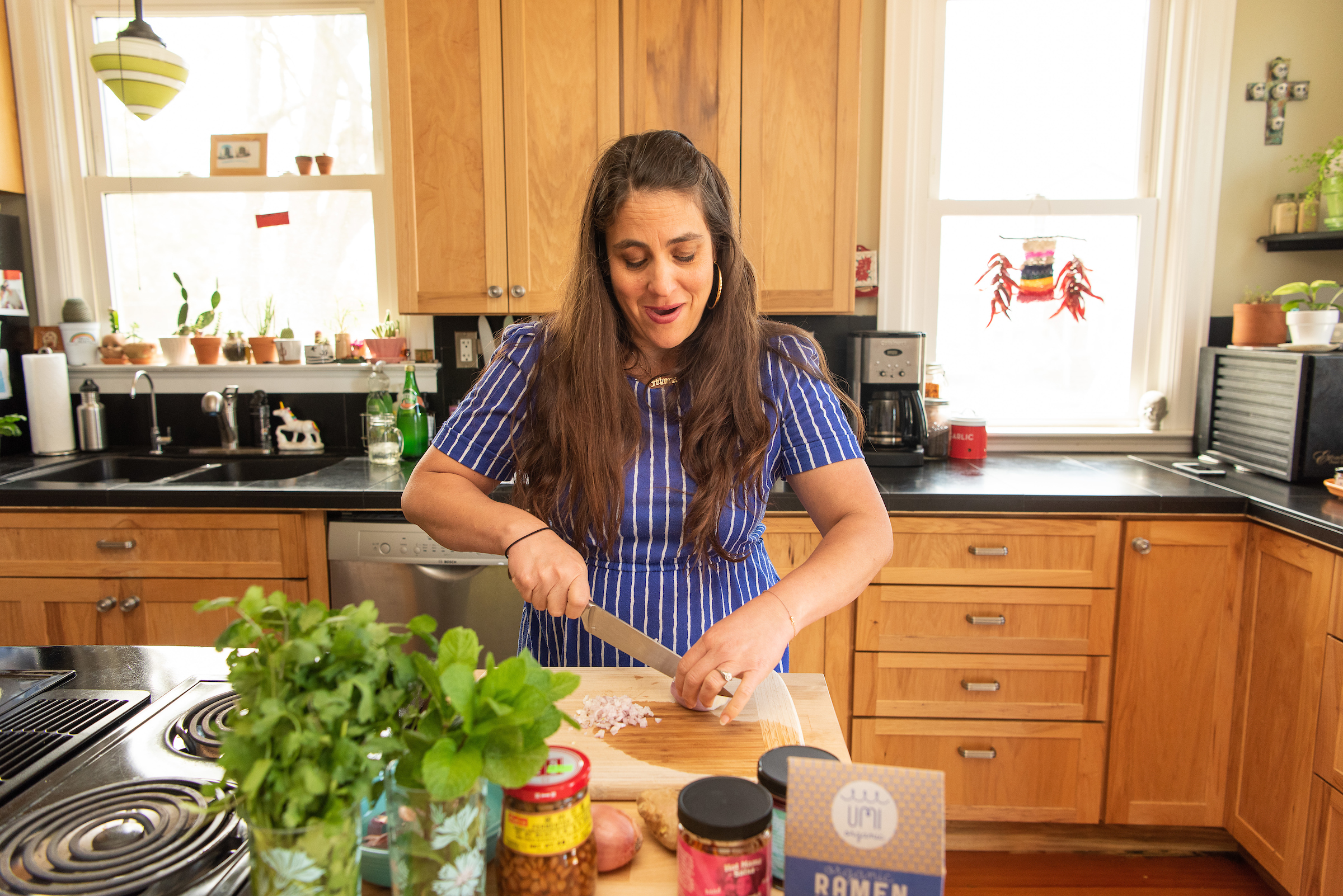 Nikki Guerro of Hot Mama Salsa and Chile Oils cooks an umi noodle dish