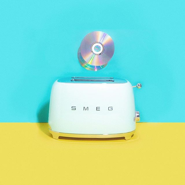 I burned you a CD 💿✨🎵 anyone else miss the lost art of burning your best buds CDs 💕😅 Spotify playlists just aren't the same 😜 .⁣⠀ .⁣⠀ .⁣⠀ .⁣⠀ .⁣⠀ #sweetonhue #howihue#colorventures #popyacolour#dailydoseofcolor #bandofun#creativeliving #colorfullycrafted#alliseeispretty #calledtocreate#createeveryday #creativewomen#pickmotion #candyminimal#lovelysquares #colourinspo#propstyling #propstylist #setdesign#clevelandphotographer#visualcommunication #foodstylist#photostyling #studioshot #dspattern#abmpatternlove#thingsorganizedneatly #huffpostarts #music #spotifyplaylist