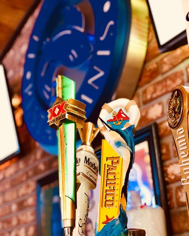 Listo para la hora feliz 😁 🍻 • • • • • • #happyhour #losangeles  #El7Mares #Beer #cerveza #LA #Pacifico #Corona #Modelo