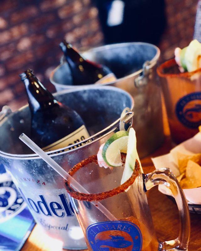 Listas las Caguamas 🍻 • • • • • • #el7mares  #MexicanChampagne #caguamas #cerveza #Mariscos #TGIF #labordayweekend #Beer #corona #victoria #pacifico
