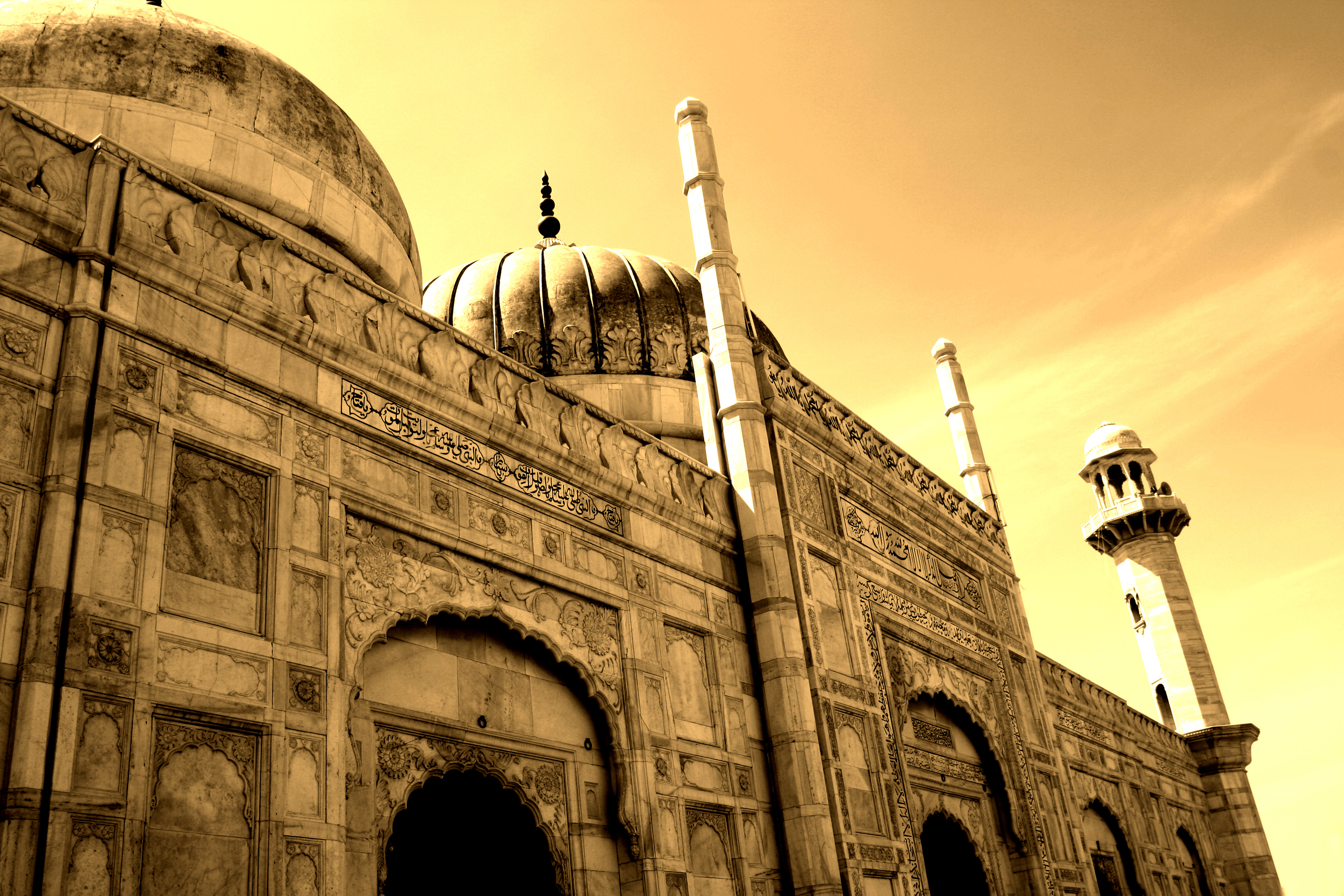 """ by Mohsinkhawar - Own work. Licensed under CC BY-SA 4.0 via Wikimedia Commons - https:::commons.wikimedia.org:wiki:File:Daravar_Fort_Mosque.jpg#:media:File:Daravar_Fort_Mosque.jpg"