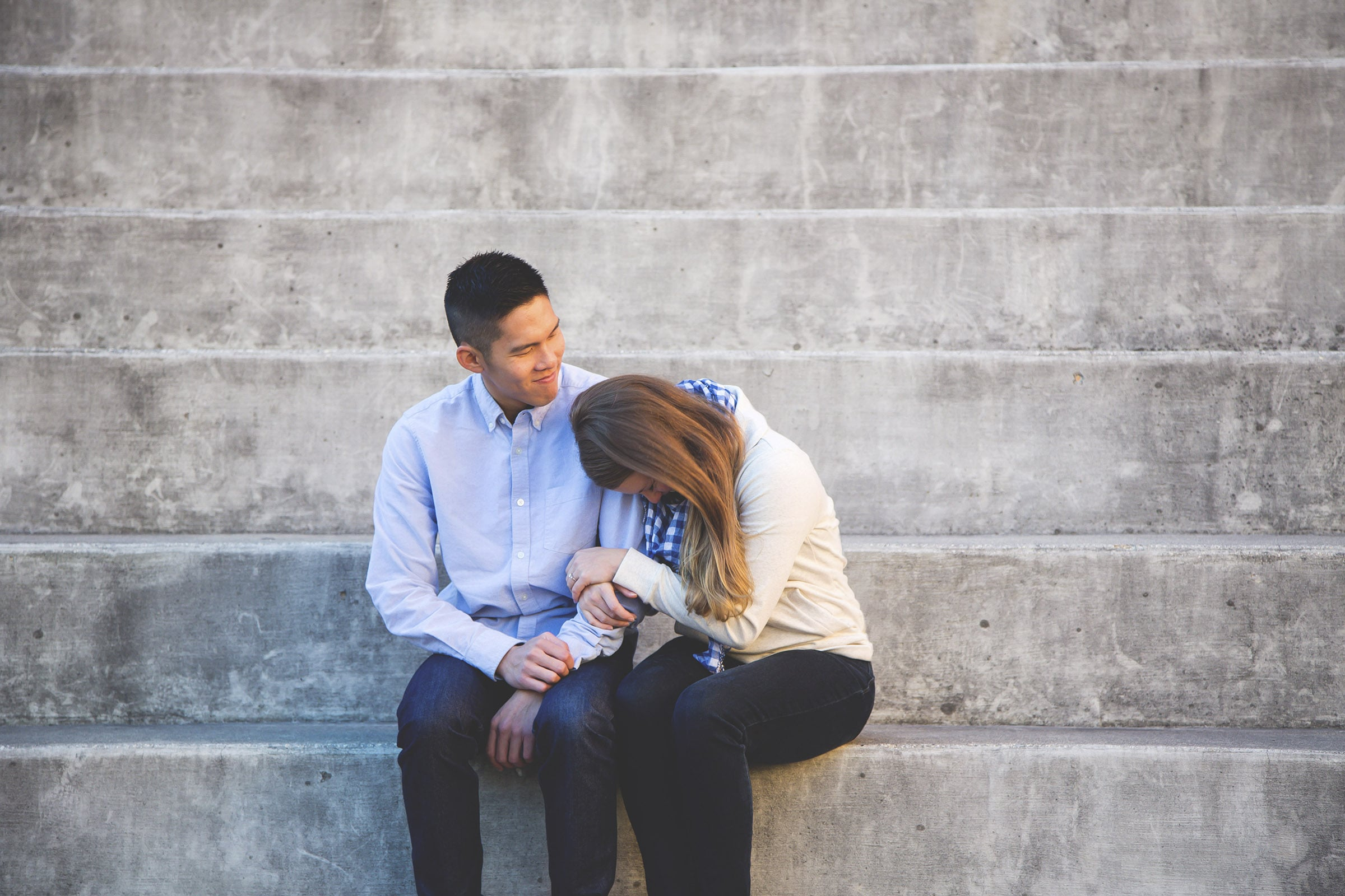 Engagement-Photography-Moments-by-Lauren-Winnipeg-MB-Downtown-Hamilton-Photographer-Toronto-GTA-Niagara-Oakville-Portrait-Lauren-Valvasori-Image-Photo-12.jpg