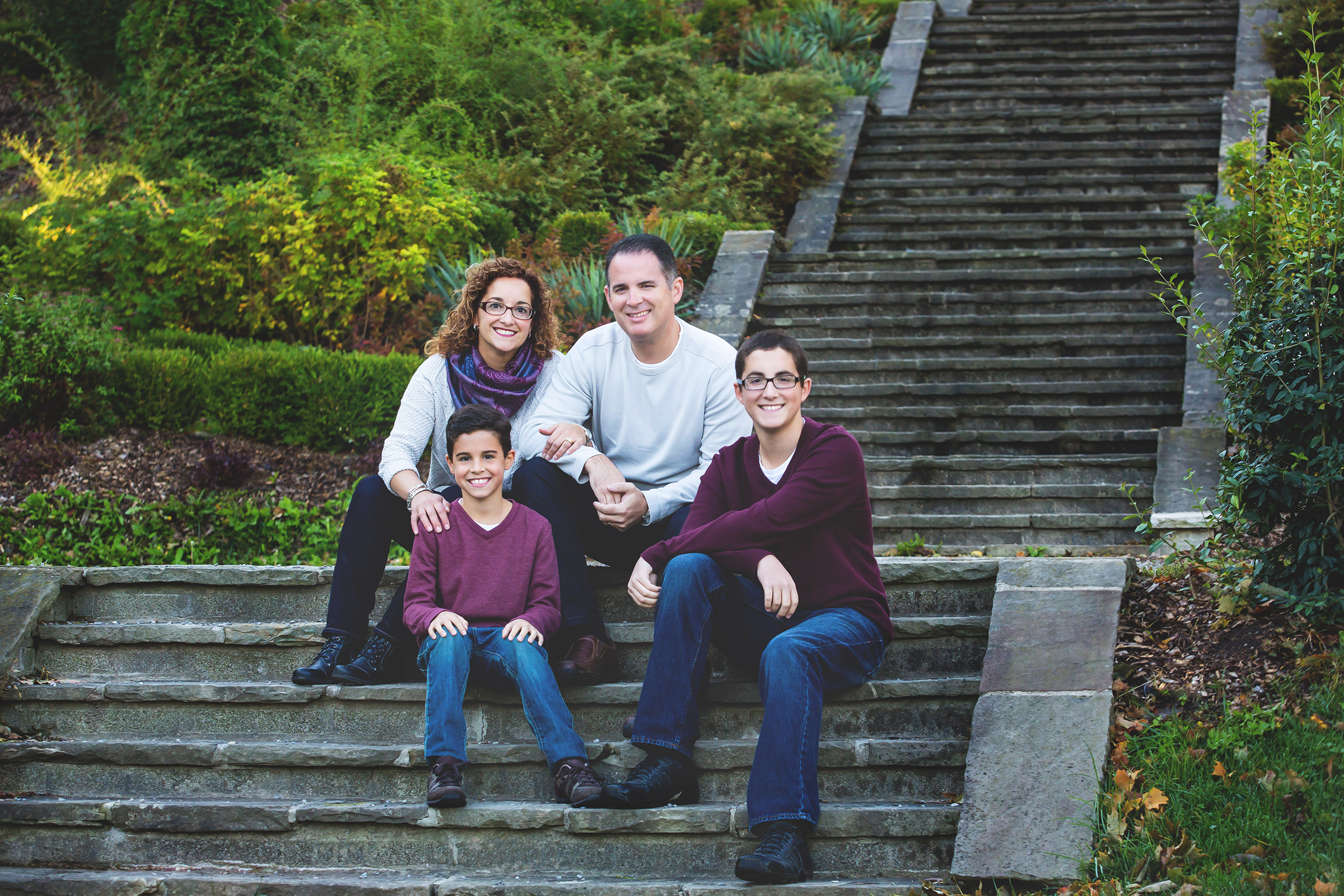 Family-Portraits-Hamilton-Stoney-Creek-Oakville-Burlington-Niagara-Photography-Moments-by-Lauren-Photographer-Lifestyle-Photo-Image1.png