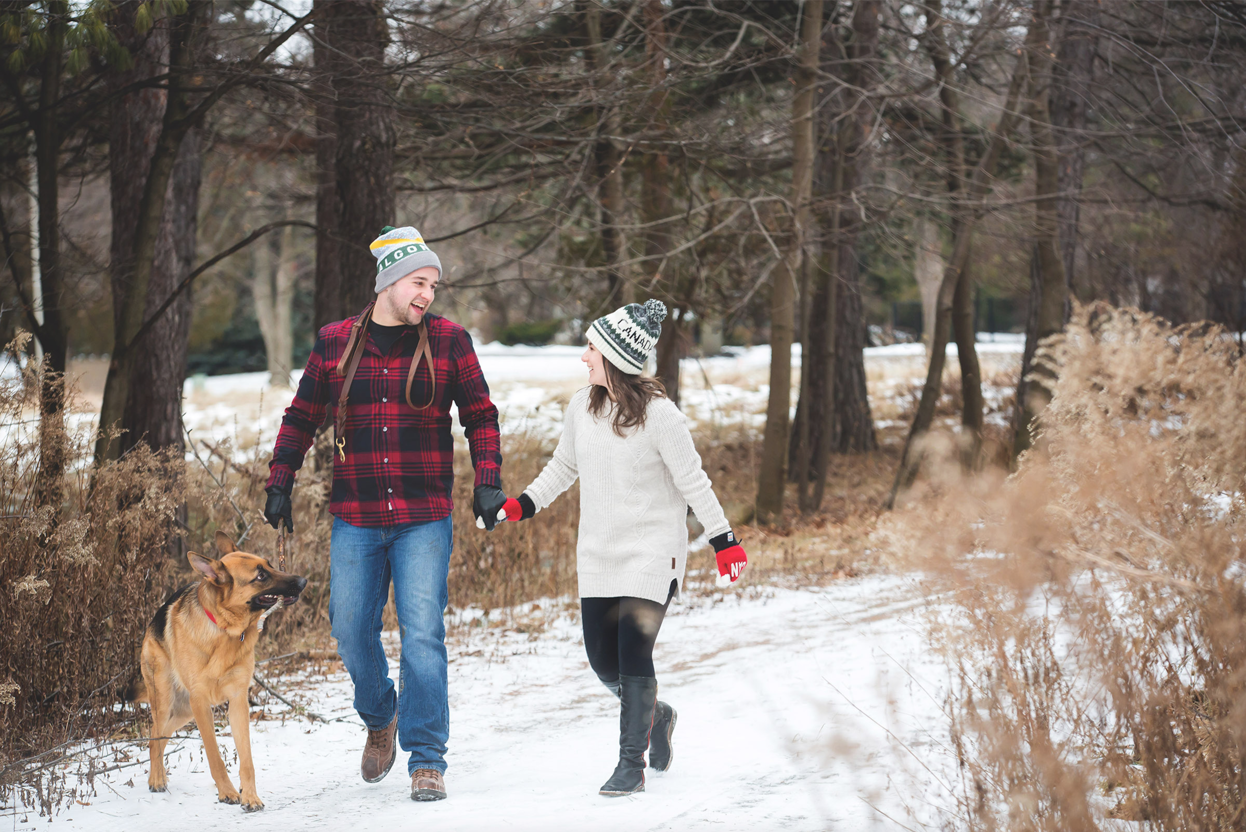 Engagement-Photos-Hamilton-Niagara-Toronto-Burlington-Oakville-Photographer-Engaged-Ring-Photography-Dog-Winter-Moments-by-Lauren-Image-6.png