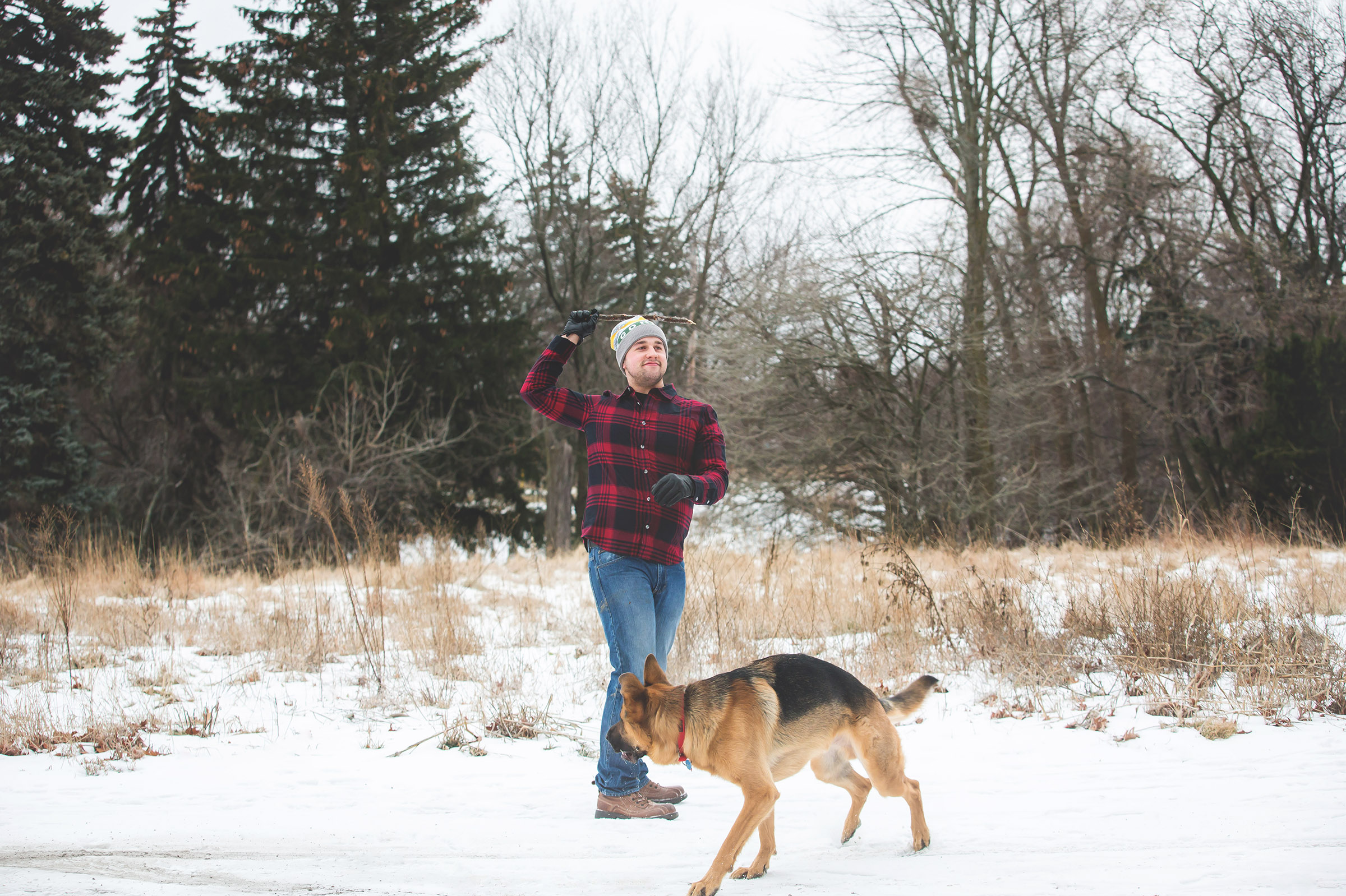 Engagement-Photos-Hamilton-Niagara-Toronto-Burlington-Oakville-Photographer-Engaged-Ring-Photography-Dog-Winter-Moments-by-Lauren-Image-10.png