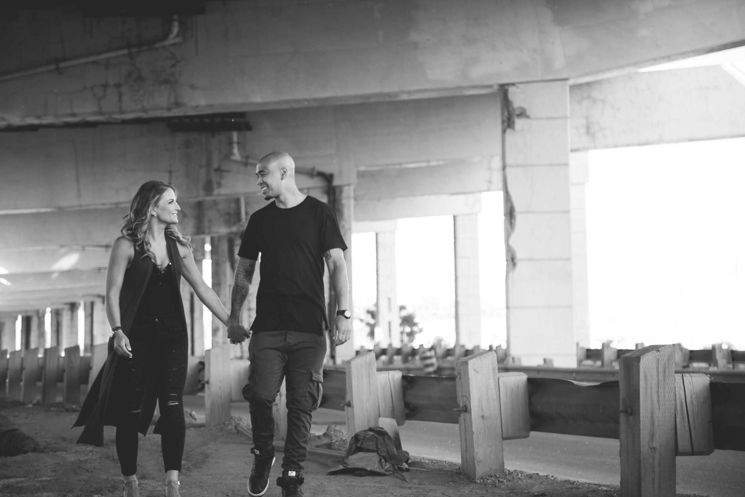 Engagement-Photos-Toronto-Downtown-Waterfront-Photographer-Wedding-Hamilton-GTA-Niagara-Oakville-Modern-Moments-by-Lauren-Engaged-Photography-Photo-Image-7.png
