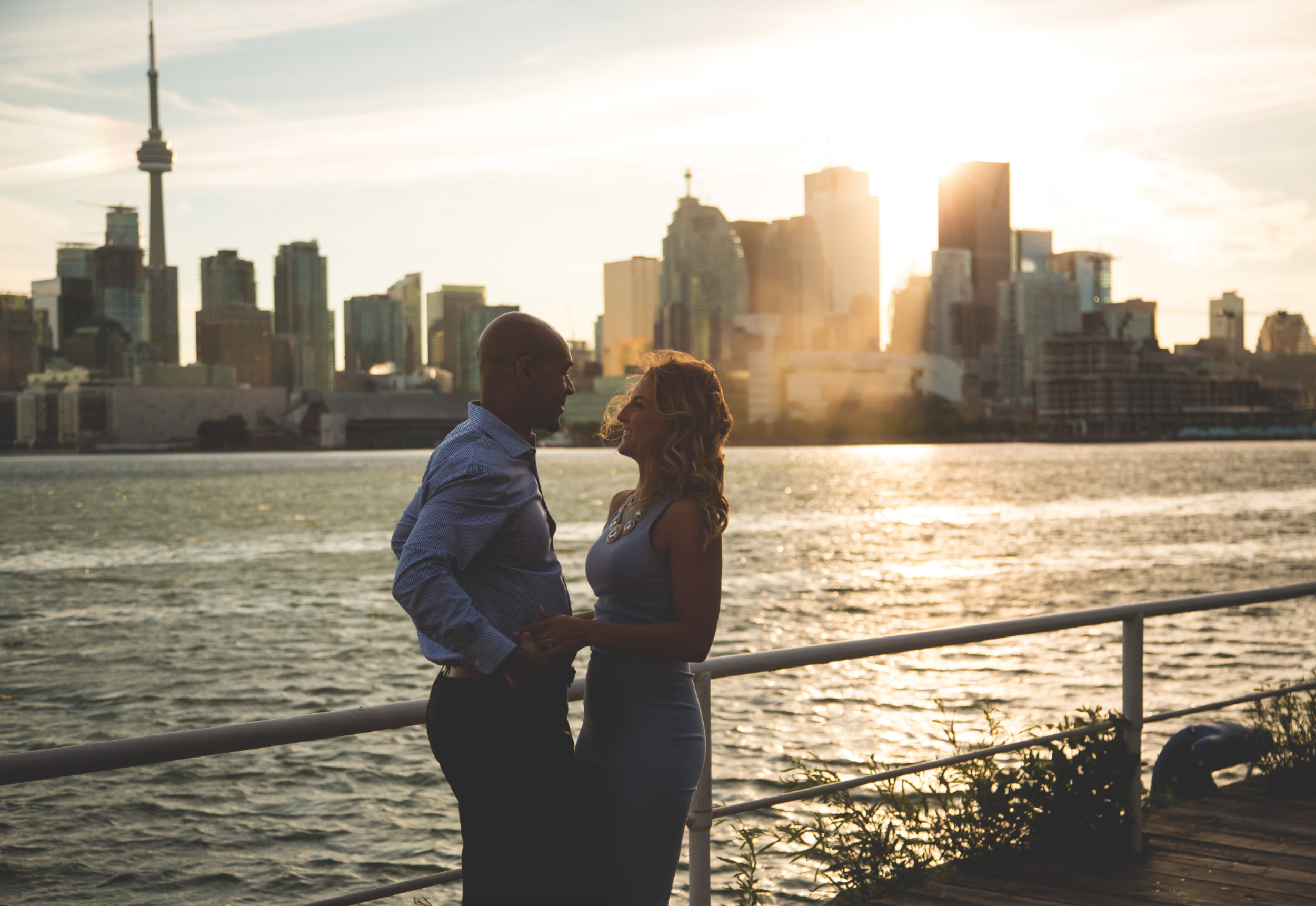 Engagement-Photos-Toronto-Downtown-Waterfront-Photographer-Wedding-Hamilton-GTA-Niagara-Oakville-Modern-Moments-by-Lauren-Engaged-Photography-Photo-Image-13.png