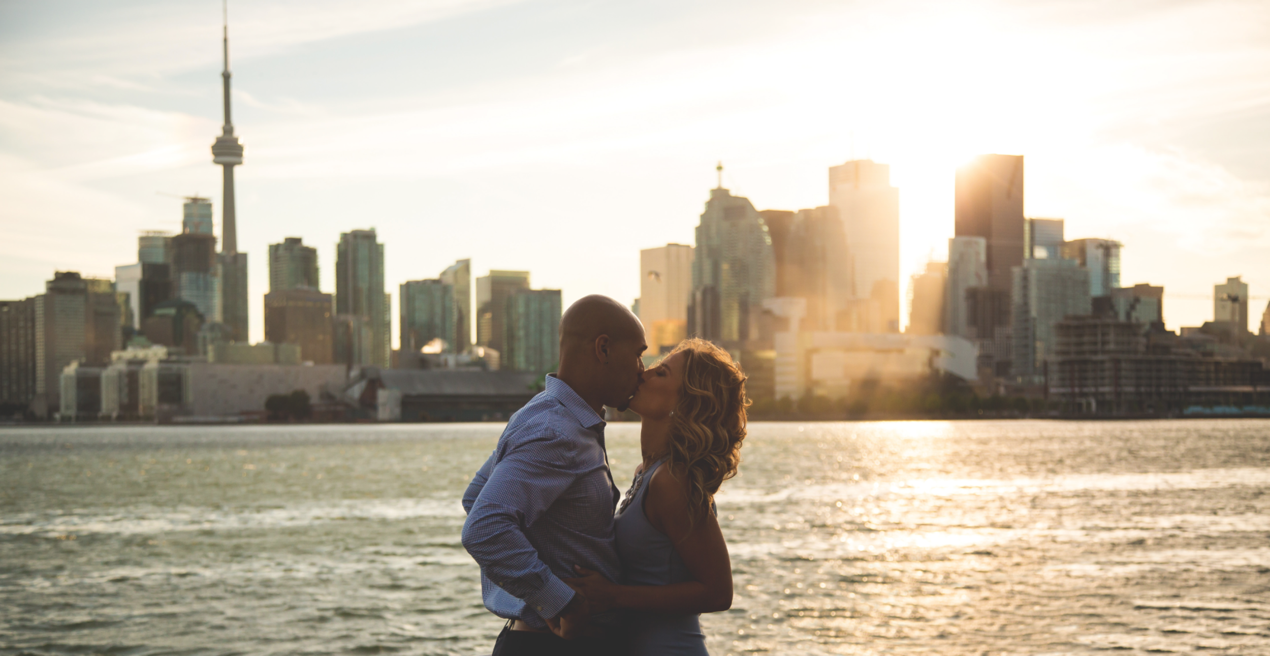 Engagement-Photos-Toronto-Downtown-Waterfront-Photographer-Wedding-Hamilton-GTA-Niagara-Oakville-Modern-Moments-by-Lauren-Engaged-Photography-Photo-Image-14.png