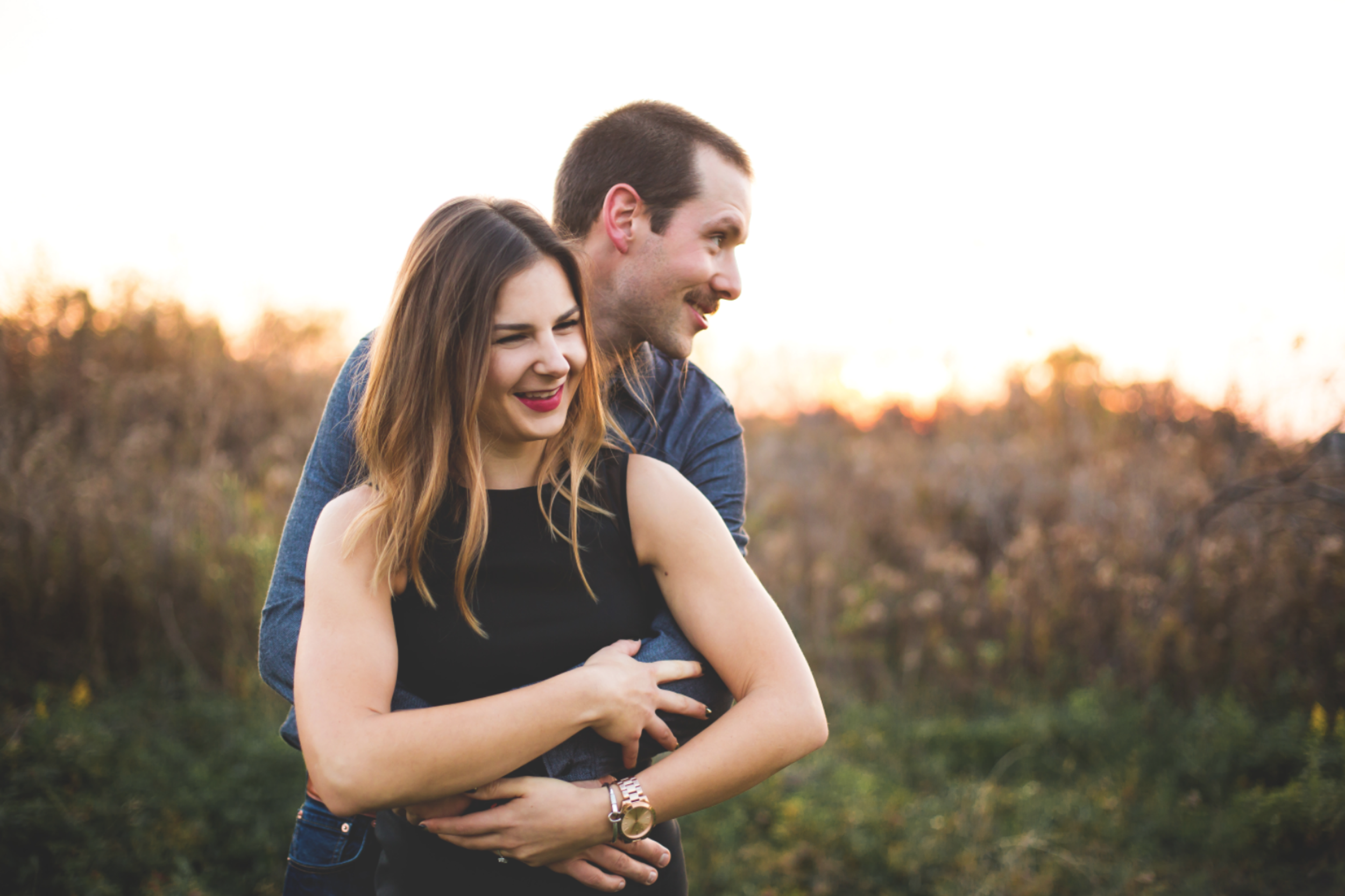 Engagement-Session-Brantford-Hamilton-Burlington-Oakville-Niagara-Toronto-Wedding-Photographer-Engaged-Photography-Golden-Hour-Moments-by-Lauren-Photo-Image-7.png