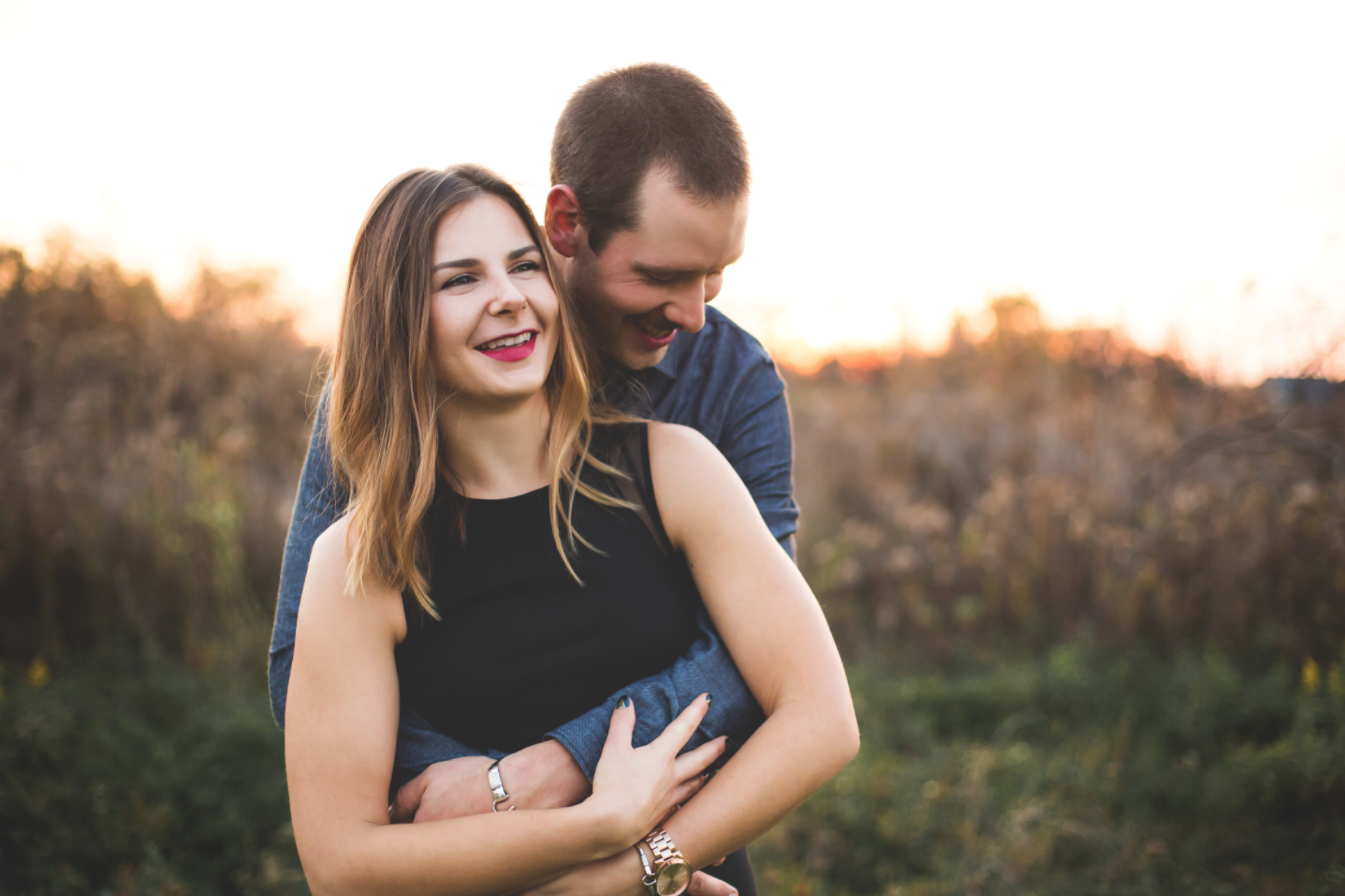 Engagement-Session-Brantford-Hamilton-Burlington-Oakville-Niagara-Toronto-Wedding-Photographer-Engaged-Photography-Golden-Hour-Moments-by-Lauren-Photo-Image-9.png