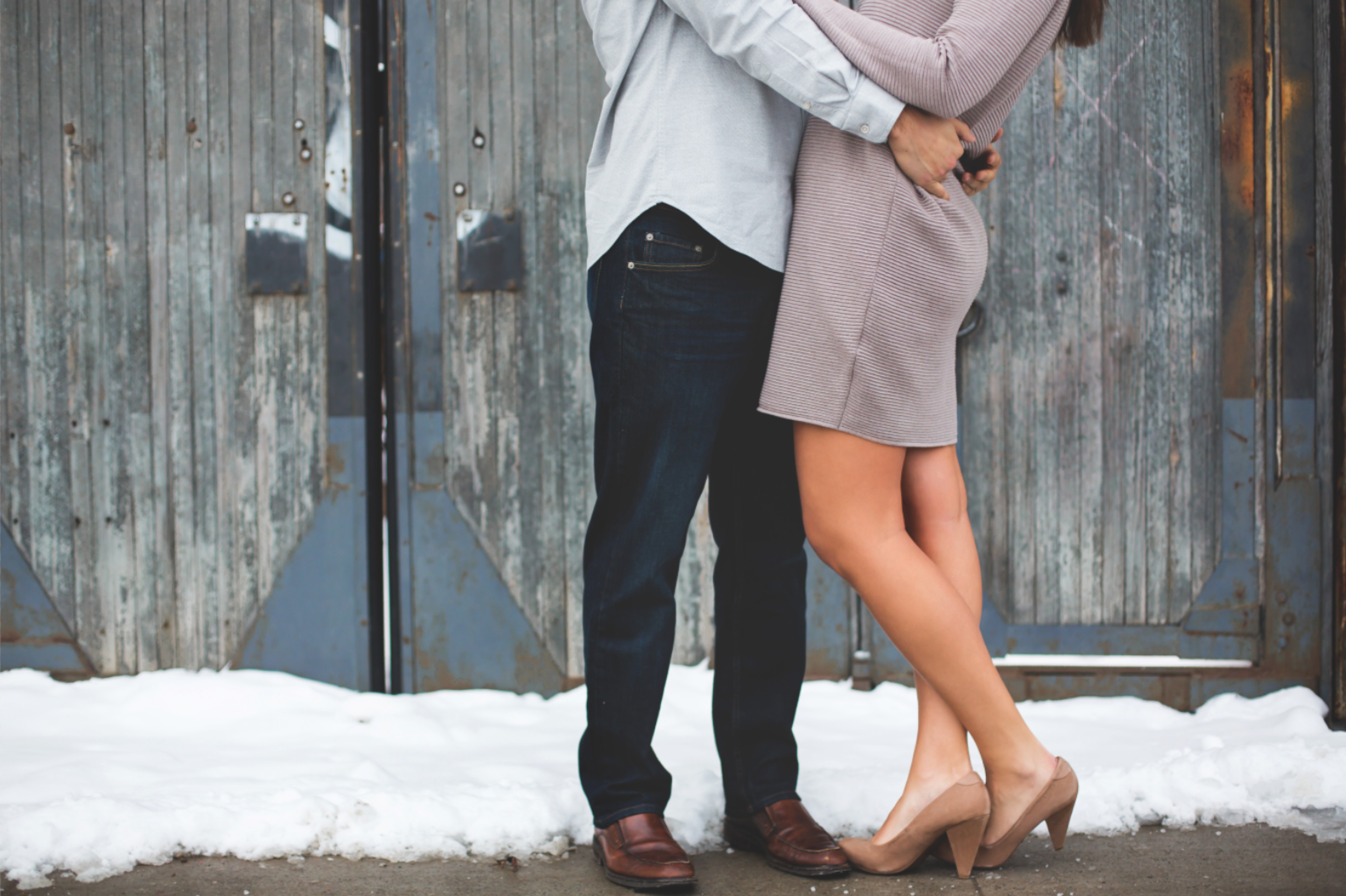 Engagement-Session-Downtown-Toronto-Hamilton-Burlington-Oakville-Niagara-Wedding-Photographer-Engaged-Photography-Artscape-Wynchwood-Barn-Urban-HamOnt-Engaged-Moments-by-Lauren-Photo-Image-17.png